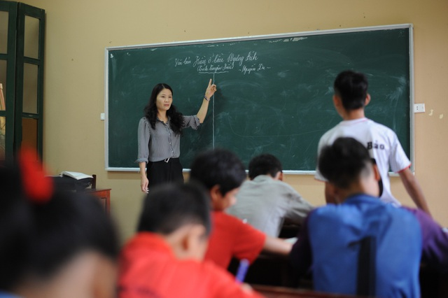 Cô giáo Nguyễn Thị Ái Vân có 16 năm gắn bó với các em học sinh khuyết tật.