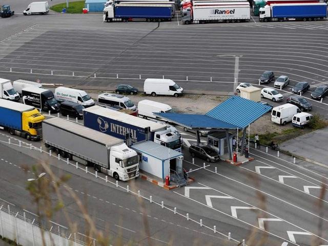 Xe tải tại cảng Newhaven, Anh. (Ảnh: Getty)