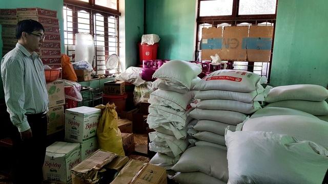 Các trường ở huyện miền núi Tây Giang (Quảng Nam) trữ gạo, thực phẩm cho học sinh bán trú.