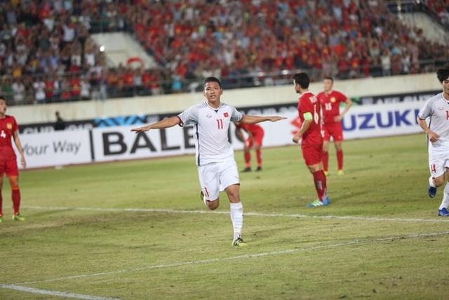 Anh Đức ăn mừng bàn thắng nâng tỷ số lên 2-0 cho đội tuyển Việt Nam