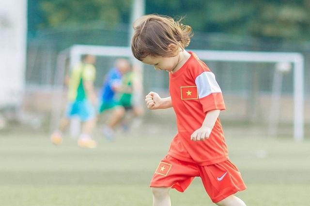 Em bé lai Canada – Việt Nam có đôi mắt giống tuyển thủ Lương Xuân Trường - 11