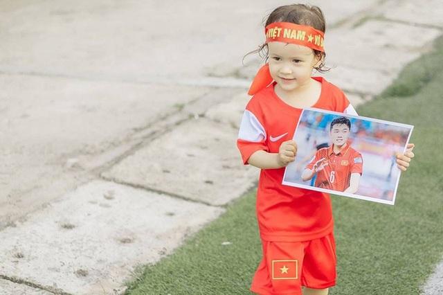 Em bé lai Canada – Việt Nam có đôi mắt giống tuyển thủ Lương Xuân Trường - 3