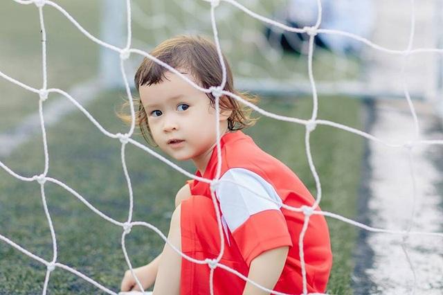 Em bé lai Canada – Việt Nam có đôi mắt giống tuyển thủ Lương Xuân Trường - 10