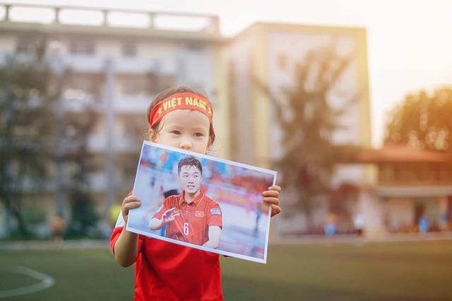 Em bé lai Canada – Việt Nam có đôi mắt giống tuyển thủ Lương Xuân Trường - 8