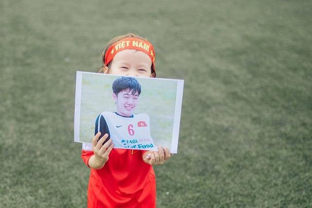 Em bé lai Canada – Việt Nam có đôi mắt giống tuyển thủ Lương Xuân Trường - 2