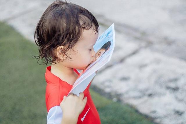 Em bé lai Canada – Việt Nam có đôi mắt giống tuyển thủ Lương Xuân Trường - 4