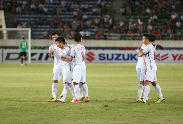 Lào 0-3 Việt Nam: Công Phượng, Quang Hải lập công - 5