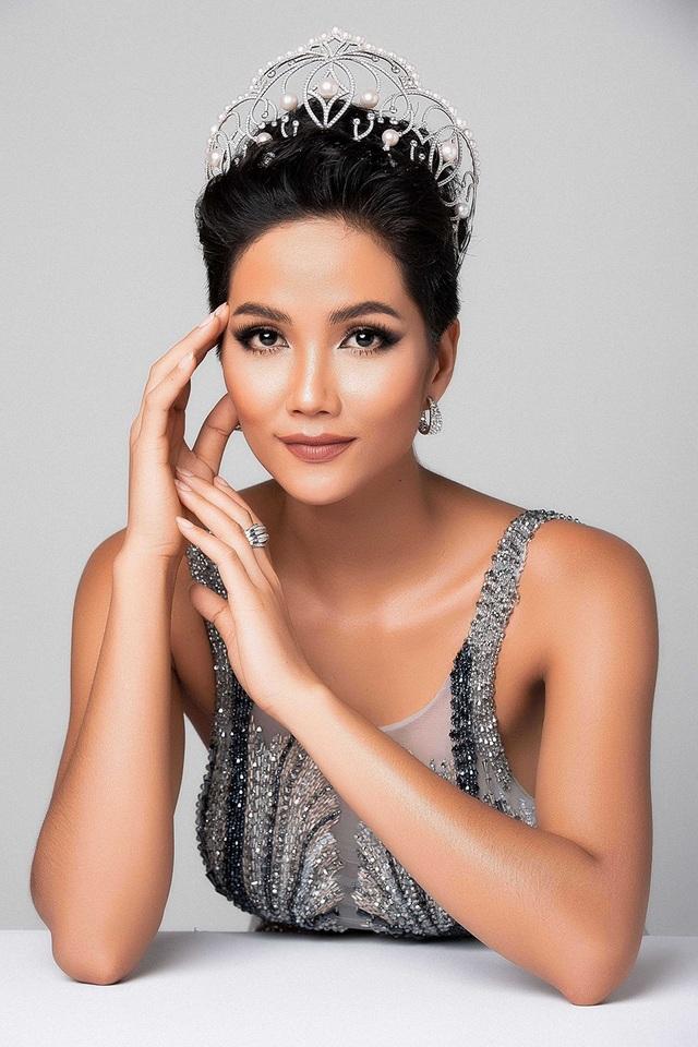 Đến thời điểm hiện tại, đại diện Việt Nam - Hoa hậu H'Hen Niê đã trong tâm thế sẵn sàng, hoàn thiện kỹ năng bản thân và tràn đầy năng lượng đến với Miss Universe.