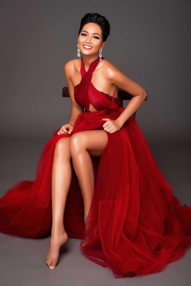 Cô ấp ủ sẽ đem đến Miss Universe những sải bước catwalk riêng để tạo nên dấu ấn thương hiệu H'Hen Niê, kết hợp cùng bộ trang phục dạ hội được thiết kế dành riêng cho cô. H'Hen Niê kỳ vọng phần trình diễn trang phục dân tộc không chỉ gây ấn tượng với bạn bè quốc tế, mà còn giúp cô tự hào quảng bá những tinh hoa văn hóa của Việt Nam.