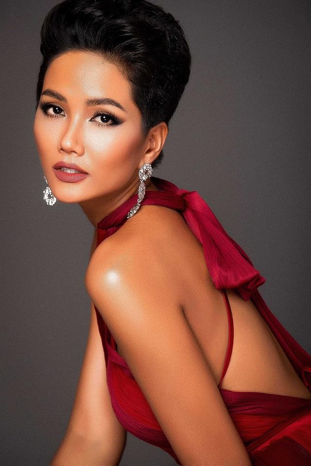 Cô chia sẻ đang vô cùng hào hứng mong chờ đến ngày gặp mặt và đồng hành cùng họ trong các hoạt động của Miss Universe 2018.