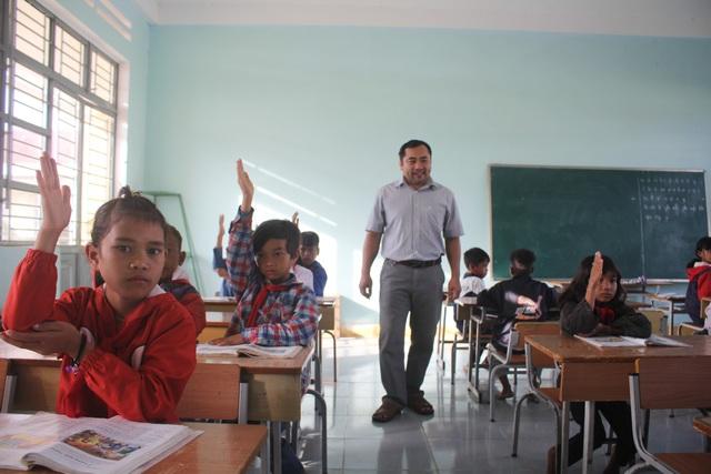 Thực hiện 3 đủ đã giúp các em đến trường đầy đủ, đưa giáo dục vùng cao như được trỗi dậy