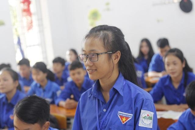Em Nguyễn Thị Nga, học sinh lớp 11E trở thành niềm tự hào của thầy cô, học sinh Trường THPT Lê Quảng Chí (thị xã Kỳ Anh, Hà Tĩnh).