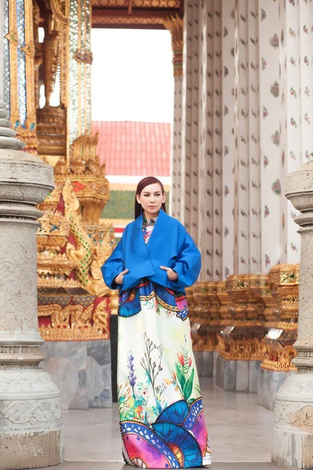 Phi Nhung choáng ngợp trước ngôi chùa lớn nhất Thái Lan, mặc áo bà ba đi chợ nổi - 13