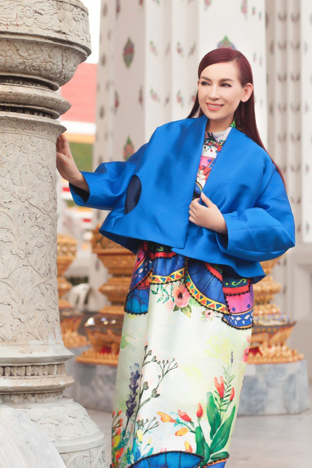 Phi Nhung choáng ngợp trước ngôi chùa lớn nhất Thái Lan, mặc áo bà ba đi chợ nổi - 14
