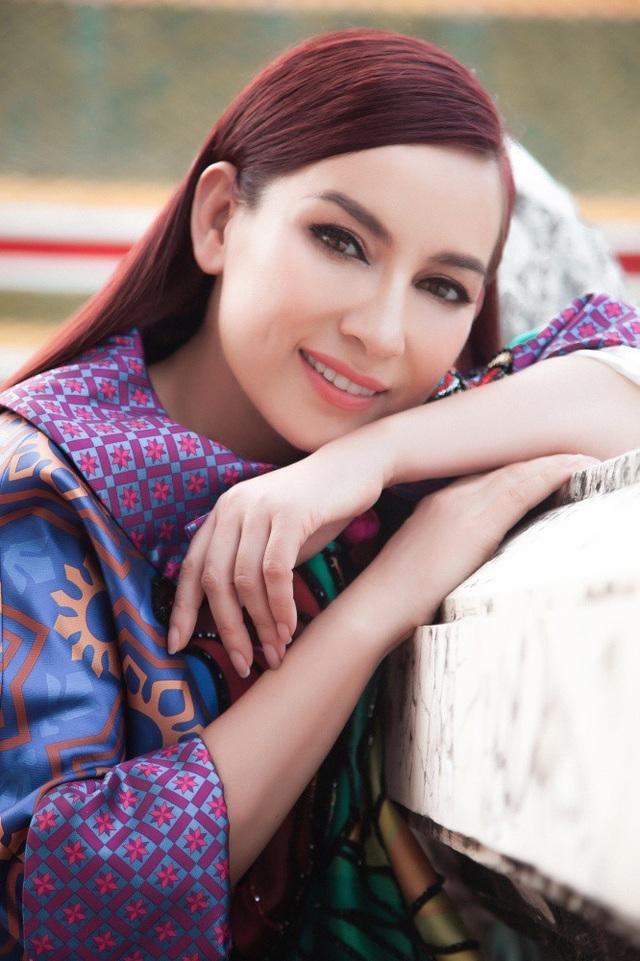 Phi Nhung là cái tên quen thuộc với khán giả trong và ngoài nước. Không chỉ nổi tiếng nhờ giọng ca ngọt ngào, nữ ca sĩ sinh năm 1972 còn được nhiều người yêu mến bởi tấm lòng thiện nguyện.