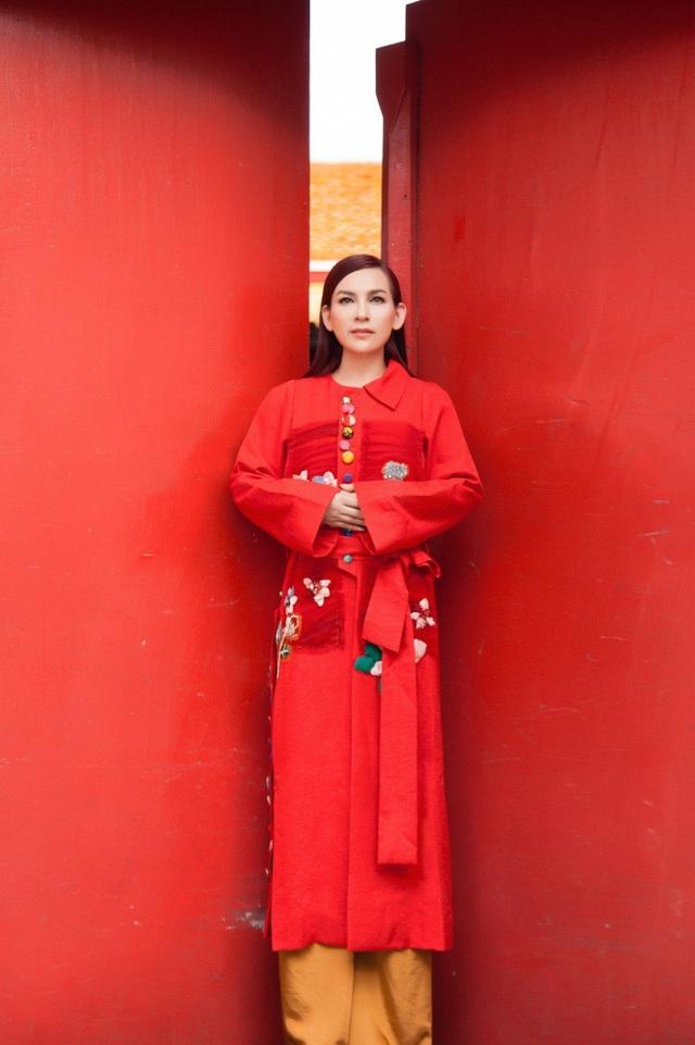Ở tuổi 45, Phi Nhung đứng ngoài những scandal trong làng giải trí Việt khiến nhiều người nể phục vì không hề dùng chiêu trò hay phát ngôn sốc nào để nổi tiếng. Chính tài năng của Phi Nhung đã giúp cô thành công và được mến mộ như hiện tại.
