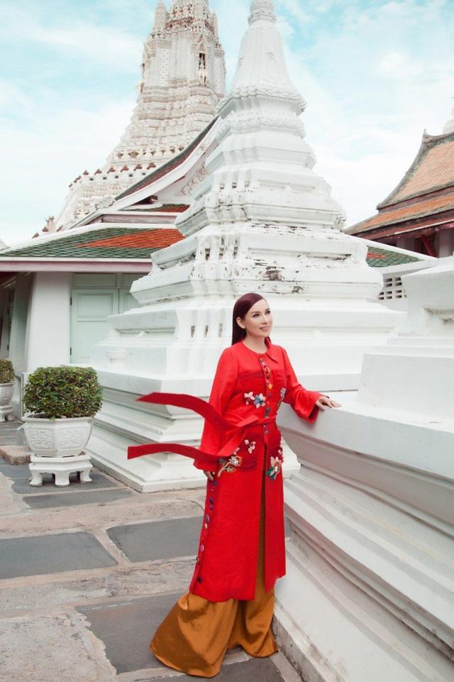 Năm 1782, vua Rama I dời thủ đô về phía bờ Đông là Bangkok hiện tại và mang theo bức tượng Phật Ngọc Lục Bảo về đặt ở Wat Phra Kaew trong Hoàng cung Grand Palace.