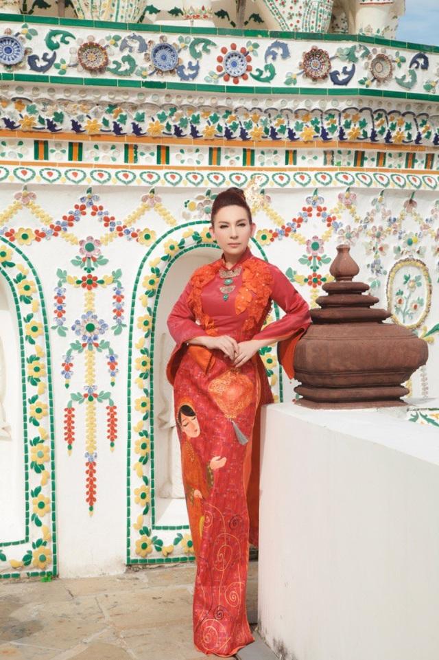 Phi Nhung duyên dáng với những thiết kế Việt trên đất Thái.