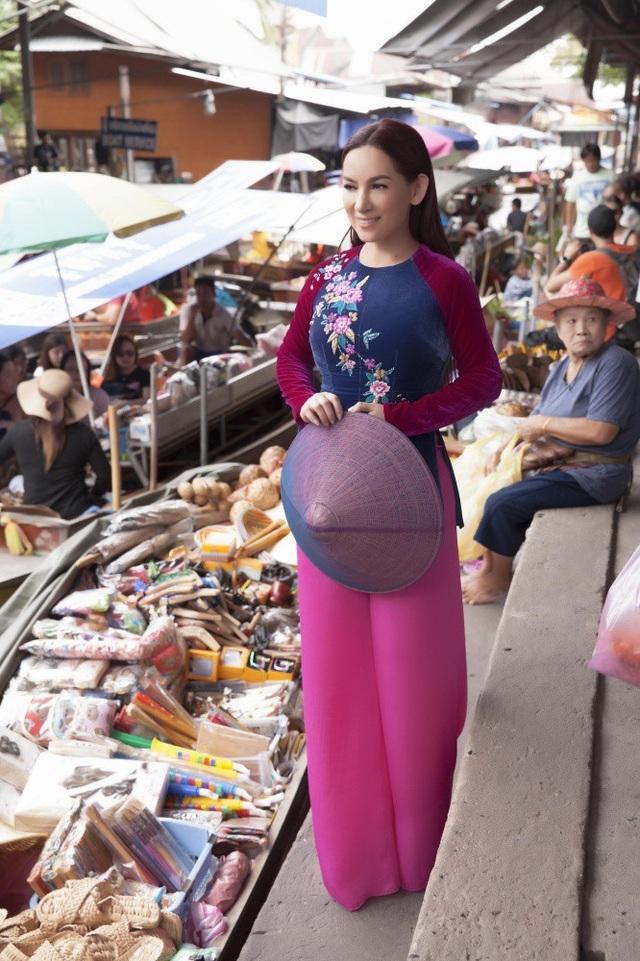 Phi Nhung choáng ngợp trước ngôi chùa lớn nhất Thái Lan, mặc áo bà ba đi chợ nổi - 21