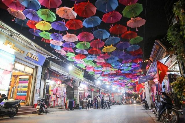 Đây là sự kiện văn hóa truyền thống nhằm quảng bá, tôn vinh những nét đẹp văn hóa, những sản phẩm thủ công truyền thống của người dân làng Lụa Vạn Phúc.