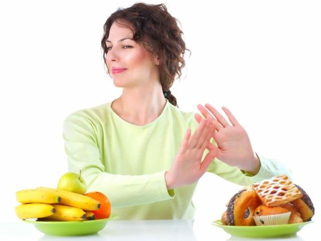 Chế độ ăn uống lành mạnh là điều cần thiết với người mắc máu nhiễm mỡ