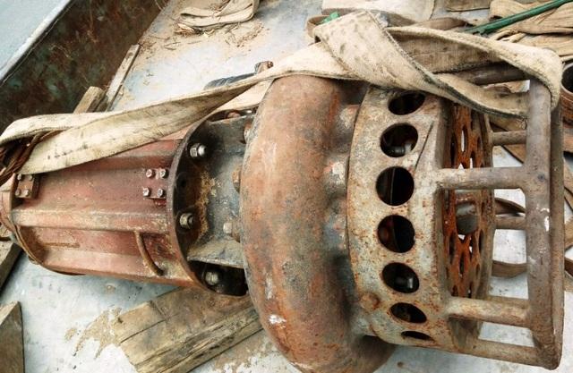 Máy bơm điều từ Phú Thọ về Hòa Bình phục vụ công tác tìm kiếm các nạn nhân.