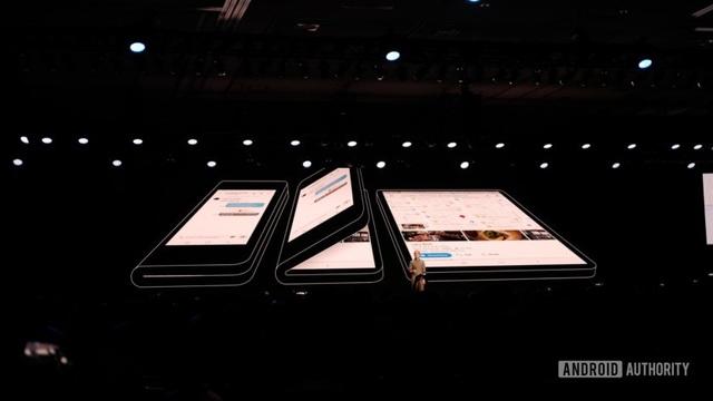 Hình ảnh nguyên mẫu chiếc smartphone có thể gập được đầu tiên của Samsung
