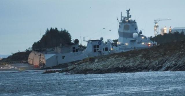 Tàu chiến Na Uy có nguy cơ bị chìm. (Ảnh: AFP)