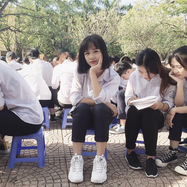 Một hình ảnh khác của cô gái khởi xướng trào lưu Ngọc Minh khi ở trường