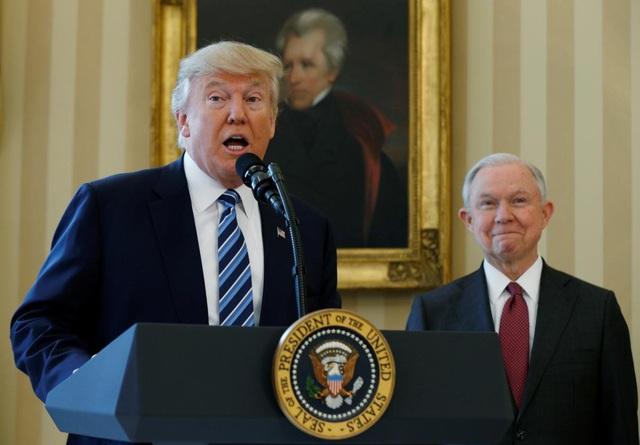 Tổng thống Mỹ Donald Trump sa thải Bộ trưởng Tư pháp Jeff Sessions. (Ảnh: Reuters)