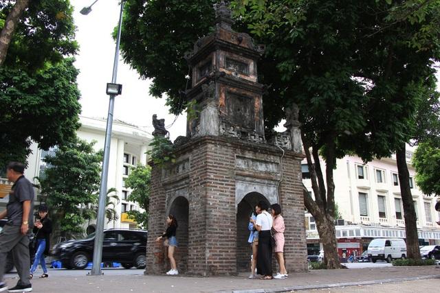 Tháp Hòa Phong nằm ở bờ Đông Nam Hồ Hoàn Kiếm, đường Đinh Tiên Hoàng, quận Hoàn Kiếm, Hà Nội, là một di tích cổ còn sót lại của Chùa Báo Ân, một ngôi chùa lớn xây năm 1842 ở Hà Nội.