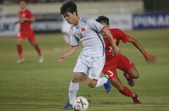 Nếu HLV Park Hang Seo sử dụng tiền vệ phòng ngự ở trận đấu với Malaysia, không loại trừ khả năng Công Phượng sẽ ngồi dự bị (ảnh: Anh Hải)
