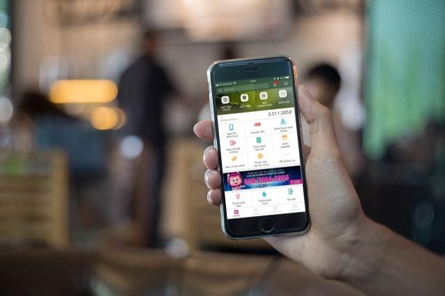 """""""MoMo là công ty hàng đầu, đồng thời phát triển nhanh hàng đầu trong số các nhà cung cấp dịch vụ thanh toán của Việt Nam, với tốc độ tăng trưởng lên đến 15%/tháng cả về lượng người dùng và giá trị giao dịch"""" - FINTECH100 giới thiệu về MoMo (Trang 84)"""