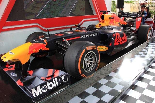 Chiều 7/11, UBND TP.Hà Nội, Tập đoàn F1 Thế giới, Tập đoàn Vingroup và Công ty Grand Prix Việt Nam tổ chức họp báo công bố sự kiện Hà Nội - Việt Nam chính thức là nước thứ 22 trên thế giới sẽ đăng cai tổ chức Giải đua ô tô Công thức 1 (Formula One - F1).
