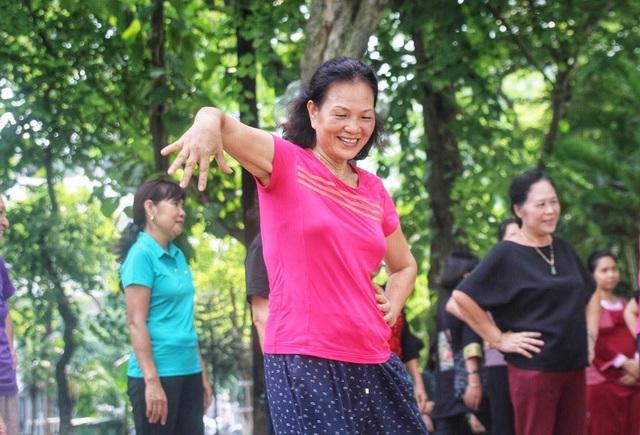 Các bác thực hiện những động tác nhanh và dứt khoát nhưng các dancer chuyên nghiệp.