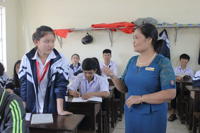 Mỗi bài học của cô Thúy đều hấp dẫn học sinh bởi phương pháp gần gũi và thực tiễn.