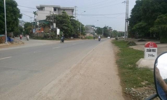 Quốc lộ 21 từ Sơn Tây đi Xuân Mai, là con đường do Cuba xây tặng Việt Nam năm 1976. Đây là con đường huyết mạch góp phần phát triển kinh tế - xã hội khu vực phía Tây Hà Nội. Ảnh: Lamchame