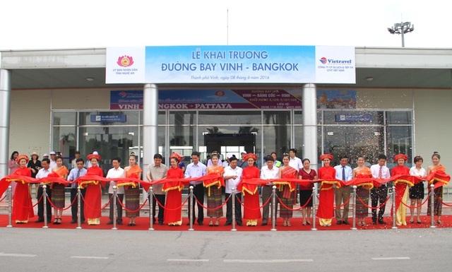 Trước đó, vào tháng 6/2016, tuyến bay Vinh - Băng Cốc đã được mở. Tuy nhiên, do lượng khách ít nên sau đó đã dừng và dự kiến vào tháng 1 năm 2019 đường bay này sẽ mở trở lại.