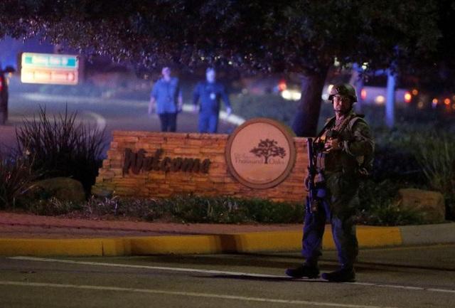 Cảnh sát làm nhiệm vụ tại khu vực xảy ra xả súng (Ảnh: Reuters)