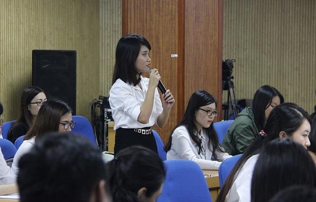 Trần Thị Khánh Linh, sinh viên đạt danh hiệu 5 tốt, Chủ tịch Hội Sinh viên Đại học Ngoại thương TP.HCM