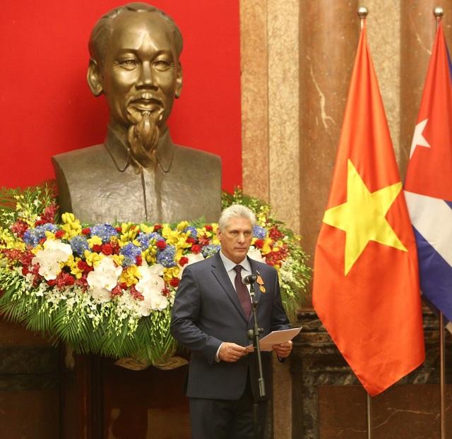 Ông Miguel Mario Diáz Canel Bermúdez bày tỏ sự cảm ơn vì Huân chương cao quý mà Việt Nam trao tặng.