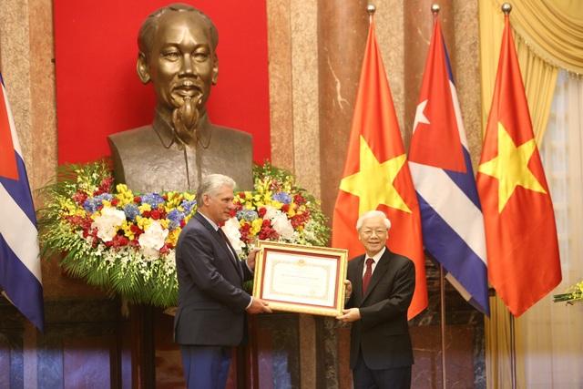 Việt Nam trao tặng Huân chương Hồ Chí Minh cho Chủ tịch Cuba - 3