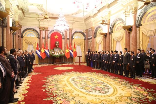 Không gian lễ trao tặng Huân chương Hồ Chí Minh cho Chủ tịch Hội đồng Nhà nước và Hội đồng Bộ trưởng nước Cộng hòa Cuba Miguel Mario Diáz Canel Bermúdez sáng 9/11