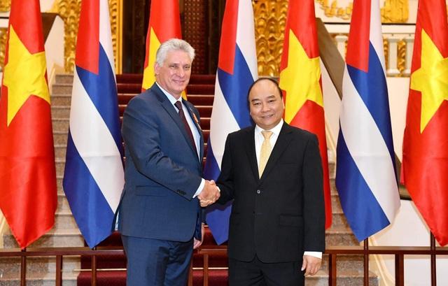 Thủ tướng Nguyễn Xuân Phúc và Chủ tịch Hội đồng Nhà nước và Hội đồng Bộ trưởng Cuba Miguel Diaz Canel Bermudes