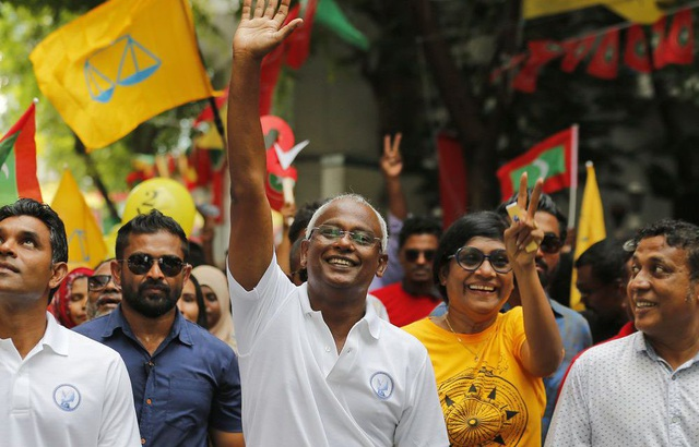 Tân Tổng thống Maldives Ibrahim Mohamed Solih (giữa) (Ảnh: Daily News)