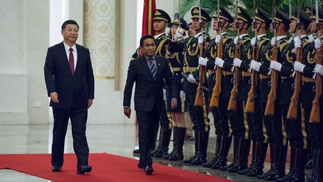 Chủ tịch Trung Quốc Tập Cận Bình đón cựu Tổng thống Maldives Abdulla Yameen tại Bắc Kinh năm 2017. (Ảnh: AFP)