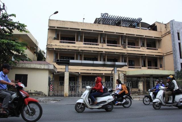 Sau khi tỉnh Hà Tây sáp nhập vào Hà Nội từ năm 2008 đến nay, có những trụ sở của các cơ quan, đơn vị của tỉnh này nằm trên đường Tô Hiệu (thị xã Hà Đông cũ, nay là quận Hà Đông) đã bị bỏ hoang suốt nhiều năm qua.