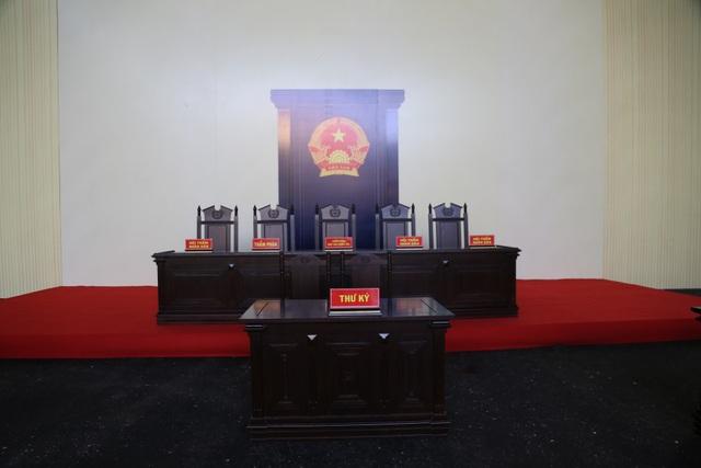 Cựu trung tướng Phan Văn Vĩnh bị ngất và ngã trong bệnh viện - 4