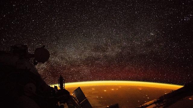 Hiện tượng khí huy (Airglow) được chụp lại từ Trạm vũ trụ quốc tế ISS.