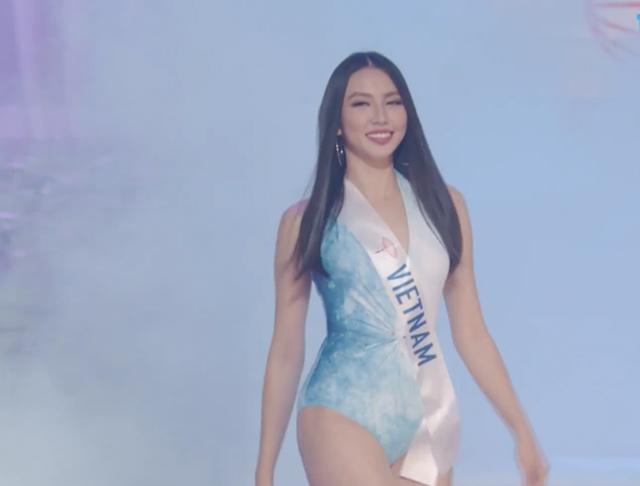 Người đẹp Việt Nam rạng rỡ khi trình diễn bikini.